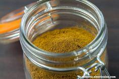 """Le mélange d'épices couramment appelé """"pumpkin spice mix"""" aux Etats-Unis est très souvent utilisé dans des gâteaux, des tartes et des boissons. Sous ce nom Peanut Butter, Biscuits, Mason Jars, Spices, Pumpkin, Healthy, Sweet, Food, Lorraine"""