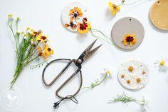 Bloemenhanger van klei | zomerse herinnering – happymondayblog