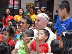Pape François - Pope Francis - Papa Francesco - Papa Francisco : 15 janvier 2015 : Papa Francesco a Manila, nelle Filippine : visite surprise aux enfants perdus de Manille