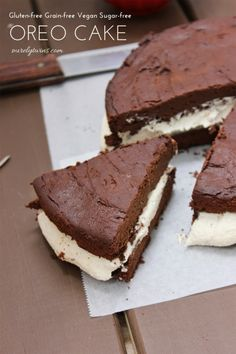 gluten-free, grain-free, vegan, sugar-free chocolate oreo brownie cake (made with plantains!)