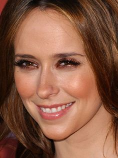 JENNIFER LOVE HEWITT looks like a bronzed goddess with her coppery shadow and matching cheeks. MAC's Antiqued eyeshadow is a near perfect duplicate for Hew Beautiful Old Woman, Beautiful Eyes, Beauty Makeup, Hair Makeup, Hair Beauty, Eye Makeup, Jeniffer Love, Jennifer Love Hewitt Pics, Jennifer Garner