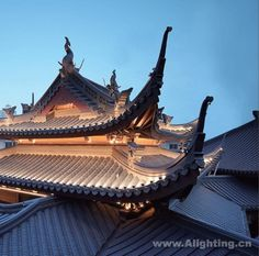 上海玉佛禅寺 Asian Architecture, Light Architecture, Historical Architecture, Architectural Lighting Design, Landscape Lighting Design, Arch Light, Roof Light, Facade Lighting, Exterior Lighting