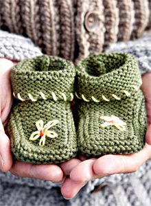 Knitting For Kids, Baby Knitting, Knitted Booties, Hand Art, Baby Kind, Kids Boots, Crafts To Do, Handicraft, Knit Crochet