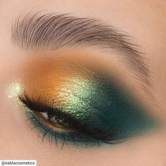 Attractive 30 Green eyeshadow makeup looks ideas Makeup Inspo, Makeup Art, Makeup Inspiration, Hair Makeup, Clown Makeup, Skull Makeup, Makeup Style, Green Eyeshadow, Eyeshadow Looks