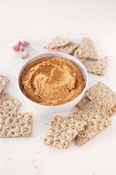 This lentil dip is so tasty and really smooth. Eat it with some crudités, bread or tortilla chips or use it to make delicious sandwiches or toasts. Best Vegan Recipes, Vegan Blogs, Real Food Recipes, Snack Recipes, Yummy Food, Snacks, Vegetarian Recipes, Pesto, Sandwich Fillings