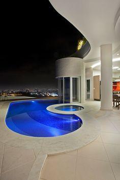 Casa Tamboré: Piscinas modernas por Arquiteto Aquiles Nícolas Kílaris