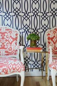 Wallpaper is coming back in design in a big way. These five wallpaper trends are the most popular trends is home design right now. Interior Inspiration, Design Inspiration, Pink Chandelier, Interior Decorating, Interior Design, Blog Deco, Of Wallpaper, Trellis Wallpaper, Geometric Wallpaper