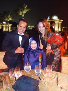 Bersama Oriflame Management Sales Director Oriflame Indonesia Bp.Andi Akmar dan SAM mbak Rahma Dita  Pokoknya I love kebaya  ‪#‎galadinner‬  photo and caption by Kak hana #OriflameDiamondConference2016