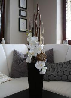 Large Flower Arrangements, Christmas Arrangements, Large Floor Vase, Flower Decorations, Centerpiece Decorations, Diy Table Top, Creative Decor, Vases Decor, Living Room Decor