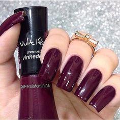 Esmalte Vinhedo nas unhas da @perolafeminina Para comprar acesse nosso site: www.candyacessorios.com.br #lojacandyacessorios #vult #vinhedo