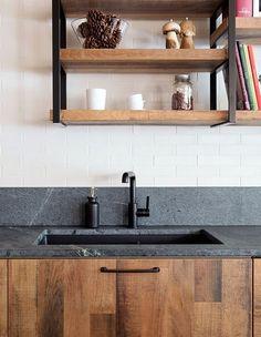 Wunderbar Moderne Küche Stilvoll   Spüle  Wasserhahn Naturmaterial Sehr Beliebt