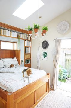 This insanely cute spaceis the home of Whitney Leigh Morris, the mastermindbehind our favorite instagram feed,The Tiny Canal Cottage,and itproves square footage is but a number. Blending indoors and out, lots of light and greenery and a cozy, neutral color