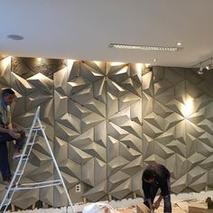 Photo shared by Decortiles on July 2016 tagging and A imagem pode conter: 1 pessoa Wall Panel Design, Tv Wall Design, 3d Wall Panels, Ceiling Design, Wall Texture Design, Feature Wall Design, Interior Walls, Interior Design Living Room, Wall Cladding Interior