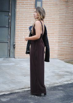 Burgundy Velvet Jumpsuit. Winter party look. NYE. Trendencies