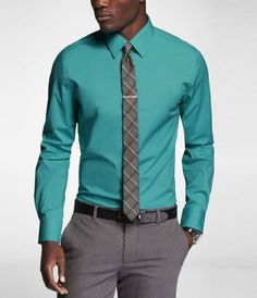 bichromatic tie matching pants (tie field) and shirt (tie stripe) Pant Shirt, Shirt Dress, Men's Pants, Business Casual Men, Men Casual, Casual Wear, Mens Shirt And Tie, Color Combinations For Clothes, Tie Matching