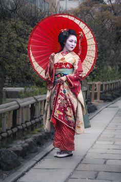 Japanese Geisha in Kyoto mural wallpaper Geisha Kunst, Geisha Art, Geisha Japan, Japan Japan, Geisha Makeup, Japanese Beauty, Japanese Girl, Traditional Japanese Kimono, Japanese Geisha Tattoo