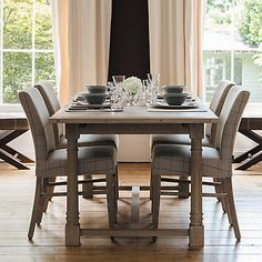 The Edinburgh collection features strong linear shapes and beautiful oak carvings. Full of character, carved pillar column legs and slim proportions offer a finished yet rustic appeal is enhanced by a wood stain that is blended, brushed and finished with isoguard protection.