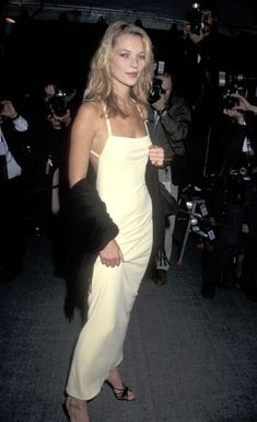 Kate Moss Style Evolution: explore her style over the years, with her most memorable looks. Chart Kate Moss' style over twenty years on Vogue. Fashion Male, Fashion 90s, Look Fashion, Cheap Fashion, Fashion Stores, Fashion Women, Goth Outfit, Outfit Look, Chanel Couture