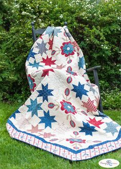 Free Quilt Pattern featuring Americana by Carrie Quinn for Penny Rose Fabrics—Subscribe to our newsletter at http://www.rileyblakedesigns.com/newsletter/ #ilovepennyrose #americana