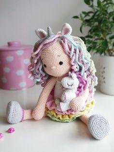 Crochet Doll Tutorial, Crochet Doll Pattern, Crochet Patterns Amigurumi, Amigurumi Doll, Crochet Unicorn Pattern Free, Cute Crochet, Crochet Crafts, Crochet Projects, Crochet Beanie