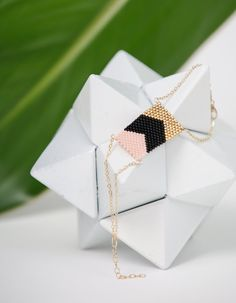 Bracelet tressé en perles miyuki : rose noir et par Bananeirarosa