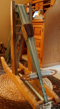 Nice loom design, looks easy to do, could make it so easily dismantled…. - Knitting and Crochet Inkle Weaving Patterns, Weaving Loom Diy, Finger Weaving, Weaving Tools, Inkle Loom, Card Weaving, Weaving Projects, Weaving Art, Loom Patterns