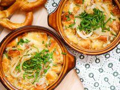 Heute serviere ich aus meiner Teil-Heimat Österreich die Tiroler Breznsuppe - sie wird heiß aus dem Ofen serviert und schmeckt mega lecker. Das Rezept!