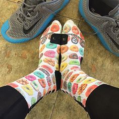Doughnut Nike Elites mean it's time to deadlift!  FlexibleDietingLifestyle.com  #flexibledietinglifestyle #ifitfitsyourlifestyle