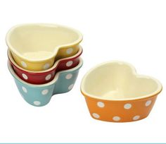 A great gift idea, these stoneware ramekins have pretty polka dot designs and are oven, grill, microwave and dishwasher safe - perfect for serving side dishes, nuts, nibbles and desserts.