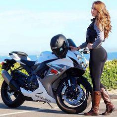mujeres y motos