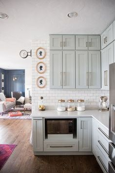 Love this neutral DIY kitchen and the gray cabinets with brass hardware! #DIY #Kitchen #interiordesign #homedesign #kitchendecor #neutraldecor #kitchenremodel