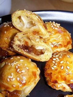 Goat cheese bites and onion confit – Ma Maison Pain d'Epices Goat cheese bites and onion confit – Ma Maison Pain d'Epices Christmas Appetizers, Best Appetizers, Appetizer Recipes, Snack Recipes, Party Appetizers, Christmas Recipes, Spice Bread, Fingerfood Party, Cheese Bites