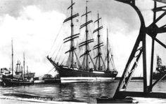 """TEMPORAL A BORDO DEL """"PASSAT"""" 1951 : http://www.navegar-es-preciso.com/news/temporal-a-bordo-del-passat/"""