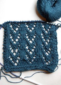 Loving this easy lace pattern. http://mindseyeyarns.com/resources/patterns/summer_scarf.htm:
