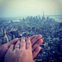 Ein Freund von mir hat's richtig gemacht: er hat seiner Freundin in New York einen Heiratsantrag gemacht (und sie hat natürlich JA gesagt). Und hier ist sein Bild dazu - der Hammer, oder??? Danke Stefan für dein Bild!