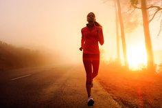 Joggen am Morgen: Morgens zu joggen ist eine Wohltat für Körper und Geist. Wir klären über die Besonderheiten beim schönsten aller Starts in den Tag auf.
