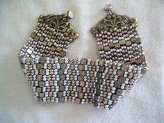 karkötő // two drop peyote with tilas and roound seed beads
