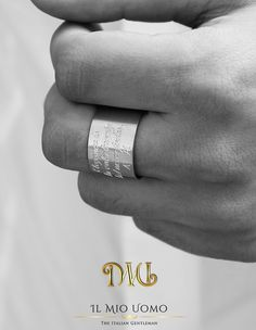 Il Mio Uomo jewels. Anello in aergento 925° personalizzabile con le iniziali del tuo nome o con i tuoi pensieri preferiti... www.ilmiouomo.com/it/shopping/accessori/gioielli/anello-fascia-grande-argento-925-detail @ilovedubaico #ilmiouomo #theitaliangenlteman  #dubai #mydubai #shopping #jewels #gioielli #style #italia #italianstyle #moda #mdauomo