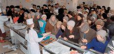USSR Line... Crowd... Empty Shopping Stores... http://politolog.net/analytics/bloger-otvetil-lyubitelyam-vspomnit-kak-xorosho-bylo-v-sssr/