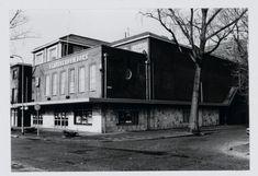 Stadsschouwburg aan de Groeneweg in IJmuiden. Holland, Cool Pictures, Cabin, Nice, House Styles, Places, Historia, The Nederlands, Cabins