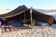 Nuits dans le désert sous une tente berbère