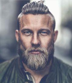 Older Mens Hairtyles 2018 hair styles for men 25 Ältere Herren Frisuren 2018 Beard Styles For Men, Hair And Beard Styles, Long Hair Styles, Viking Beard Styles, Older Mens Hairstyles, Hairstyles Haircuts, Viking Hairstyles, Viking Haircut, Stylish Haircuts