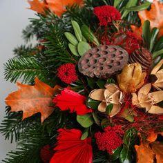 Pietny aranžmán zo živej čečiny, sušín a dekorácie v oranžovo-červenej farbe. Fruit, Food, Essen, Meals, Yemek, Eten