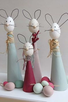 Easter Bunny, also called the Easter Rabbit or Easter Hare, is a folkloric figure and symbol of Easter, representing a rabbit bringing Easter Eggs. Happy Easter, Easter Bunny, Easter Eggs, Upcycled Crafts, Diy And Crafts, Crafts For Kids, Diy Ostern, Easter Traditions, Spring Crafts
