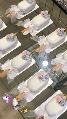 Discover recipes, home ideas, style inspiration and other ideas to try. Cake Pops, Magnum Chocolate, Paletas Chocolate, Magnum Paleta, Unicorn Foods, Baking Business, Party Treats, Sweet Desserts, Cupcake Cookies