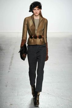 Foto JGHW201415 - John Galliano Herfst/Winter 2014-15 (1) - Shows - Fashion - VOGUE Nederland