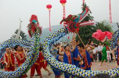 Fighting dragons as part of the Dragon Boat Festival in Shibing, Guizhou. by Jessica Marsden Chinese Kites, Lion Dragon, Dragon Dance, Dragon Boat Festival, Year Of The Dragon, Festivals Around The World, My Heritage, Okinawa, Balloons