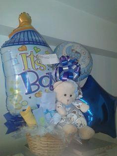 Mira este arreglo con dos globos gigantes, peluche, lazos de colores y nuestras flores exclusivas para vestir a tu bebito recién nacido #caracas #venezuela #baby #reciennacido Baby Bouquet, Balloon Bouquet, Shower Party, Baby Shower Parties, Baby Shawer, Baby Shower Balloons, Baby Ideas, Chocolates, Sony