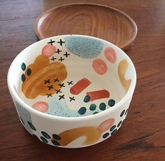 Check out this refreshing pottery wheel - what an inspired styleYou can find Pottery painting and more on our website.Check out this refr. Ceramic Planters, Ceramic Bowls, Ceramic Pottery, Painted Pottery, Paint Your Own Pottery, Ceramic Decor, Ceramic Design, Pottery Bowls, Cerámica Ideas