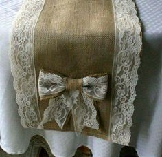 DIY Burlap and Lace Table Runn |